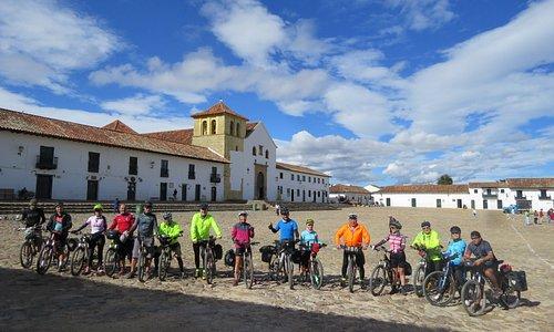 Villa de Leyva uno de los pueblos más bellos de Colombia y destino de uno de nuestros tours para cicloviajeros.