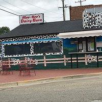 MI, Webberville, Moo-Hoo's Dairy Barn