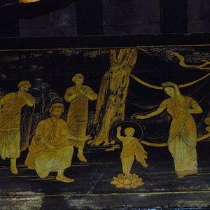 Immagine dentro il tempio buddhista : vi ricorda qualcosa ?