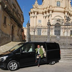 Private driver with luxory van Mercedes 7 pax