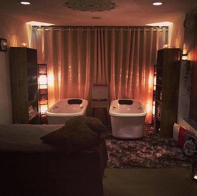 Sala de atendimento com banhos de imersão.