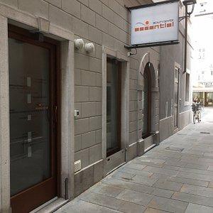 Il centro estetico ESSENTIEL nasce dall'Amore per il proprio lavoro, una piccola Oasi di Bellezza in centro città a Trieste. Personale qualificato e preparato ad ogni vostra esigenza.