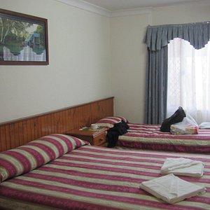 3rd (single) bed below left, window facing east