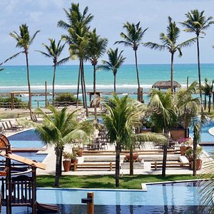 Um Resort com vista para o paraíso, localizado a beira mar do melhor e mais bonito trecho da praia de Muro Alto Porto de Galinhas, praia de areias brancas com um mar repleto de piscinas  naturais com água mansa, morna e cristalinas definem o cenário do Samoa Beach Resort.