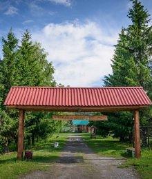 Отдых в Нижних Таволгах на заводе керамики. В домиках или в гостиничном комплексе. Есть все удобства, а главное природа.