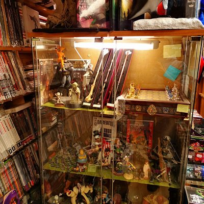 Assorted miniatures and collectibles