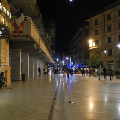 The entire Piazza is paved with marble and is a pedestrian only area.  The blue light you see in the background is Pasticceria Giovannini - your go to place for the best gelato and pastries.