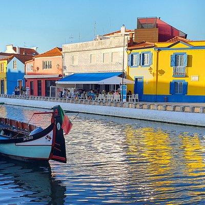 A nossa Ria de Aveiro embelezada com os seus barcos típicos - moliceiro e mercantel.
