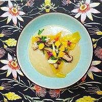Velouté d'artichauts à l'huile de truffe, ravioles de champignons