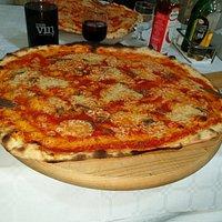 Pizza larga e sottile. Una Bontà