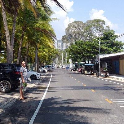 Дорога между парком и пляжем