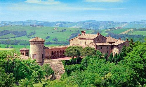 Castello di Scipione dei Marchesi Pallavicino - Il Castello più antico del Parmense, immerso in un imperdibile paesaggio collinare.