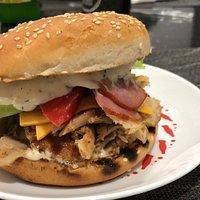 Cel mai bun Burger din Iasi ! Va asteptam in zona Dacia statia Bicaz la Club Souvlaki La Yorgo`s !