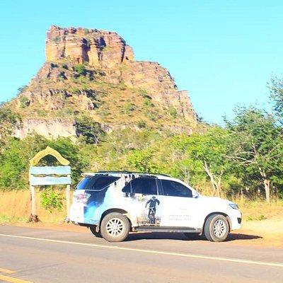 Vista da entrada do mirante da Chapada das Mesas, na rodovia.