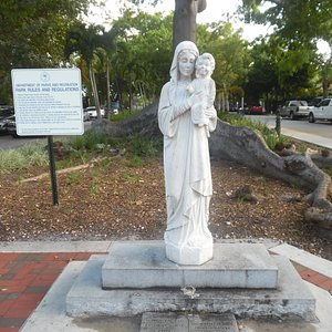 mary sculpture and ceiba tree