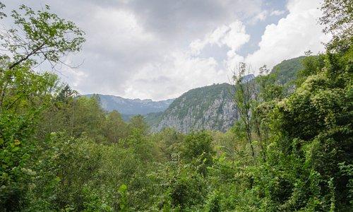 Panorama gór widziana z okolic kościoła w Bovcu