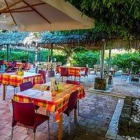 giardino veranda dove si puo mangiare a stagione buona locale con piano bar fine settimana