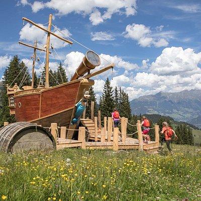 Piratenschiff mitten in den Bergen