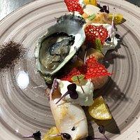 Calamari scottati con burrata ostriche e liquirizia