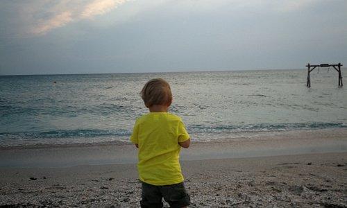 Пляж на косе рядом с отелем Кристи
