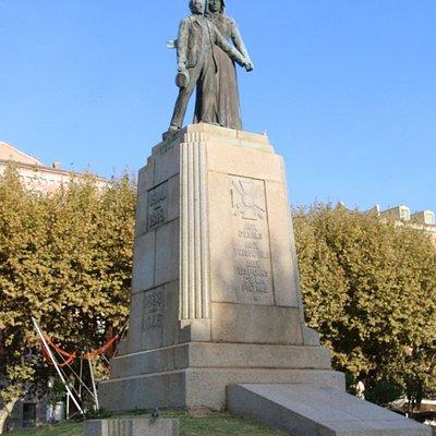C'est une œuvre des sculpteurs Louis Patriarche et Pekle Jean-Mathieu d'après les plans de l'architecte François Fratacci.