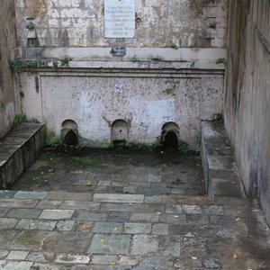 C'est une très vieille fontaine que les bastiais nomment « E tre funtane »