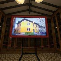 Video explicativo de la casa en la biblioteca.