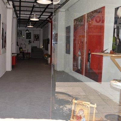 Είσοδος της Scoop Art Gallery