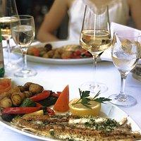 Seezunge vom Grill an Knoblauch- Zitronensauce mit mediterranem Gemüse