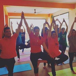 He estado un mes practicando en el centro clases de Hatha Yoga.... Os extraño y espero volver pronto.. No dudéis en acudir al centro si estas en Jaipur. Namaskar