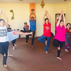 Alumnos maravillosos, sala excelente y maestro de diez.... Cada vez que voy a Jaipur visito la sala para la practica de Yoga.... Totalmente recomendable