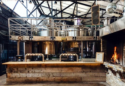 Our taproom bar right underneath the brewhouse with 10 taps of tank fresh beer and guest beers.