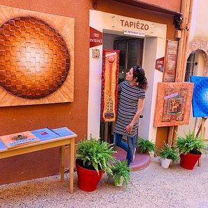 Hommage à Vasarely exposé à la galerie atelier du créateur français François Tapiézo qui vient d'être référencé par l'Encyclopédie Libre WikipédiA Découvrir cet univers original et unique  39 rue Richard Casteau 84220 ROUSSILLON-en-PROVENCE Peinture et #sculpture #pigments - #bronze - #upcycling #babel #exhibition #expo #roussillon #tapiezo