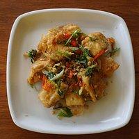 Fried tofu with fried shallot, chilli & garlic (Tahu cabai bawang)