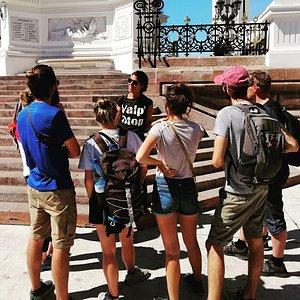 Point de rendez-vous du Free Walking Tour quotidien en français à Valparaiso: 15h30 Place Sotomayor!