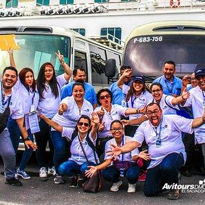 Atendiendo a más de 400 turistas que llegaron a El Salvador abordo del crucero Crystal para descubrir las bellezas turísticas de nuestro país!!! BIENVENIDOS