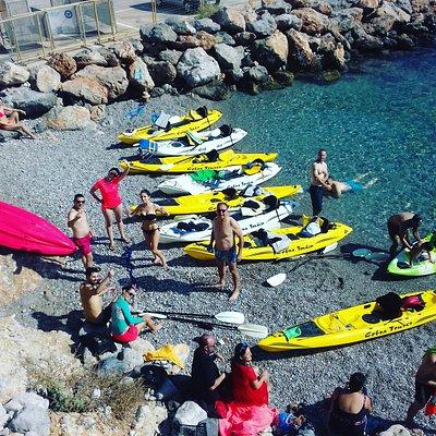 Big Kayak tour!!! Having a stop to enjoy our fruits!