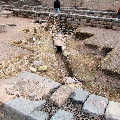 Había una red de canales que llevaban el agua a varias áreas el palacio