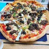 Fais moi une Pizza et son émietté de boeuf bourguignon maison