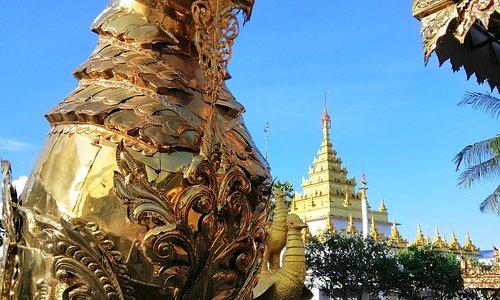 สิงห์ประดับแผ่นทองเหลืองฉลุลาย วัดไทยวัฒนาราม