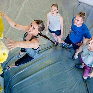 Boulderointi on suosituin kiipeilyn muoto. Se tarkoittaa kiipeilyä alle 5 metriä korkeilla seinillä, paksujen patjojen toimiessa turvavarusteena.