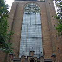 Teil Ansicht der St. Marien Kirche. Vor diesen Teil der Kirche, ist das Ehrenmal aufgestelt zu sehen...