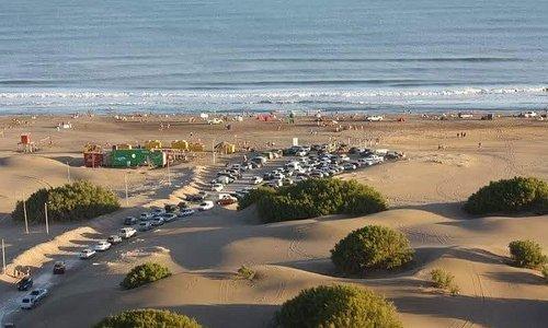 muy buena playa y estacionamiento firme
