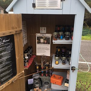 This unique unmanned shop/but at the side of the road with a lay-by, sells the most amazing mustard with loads of choice and gorgeous handmade wooden spoons. The island is full of these honesty box stores which is one of the reasons I love the island. On the same day I met the chef behind the brand at arts & crafts fair in Tarbert, still selling.