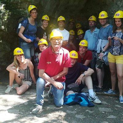 Foto di gruppo con Nando il cow boy della grotta Maona