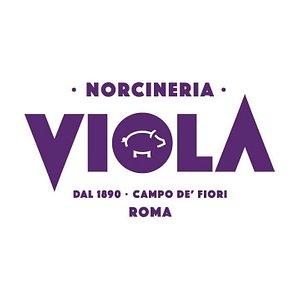 Qualità e tradizione dal 1890  🏪 Campo de Fiori 43, Roma 💻 Negozio Online - www.norcineriaviola.it 📞 0668806114 ✉️ info@norcineriaviola.it 🛩️ Worldwide shipping