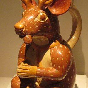 Botella escultórica Mochica con representación de un venado antropomorfo con mas de 1200 años