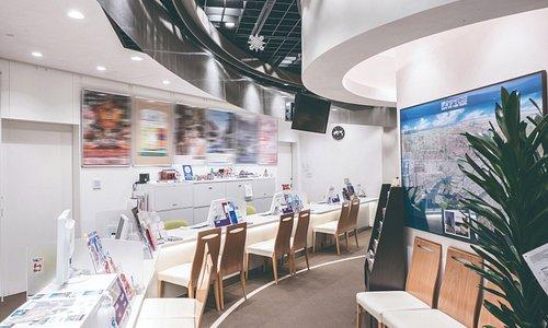 コンシェルジュカウンターでは、日本語・中国語・英語・韓国語の4ヵ国語で観光のご案内をしています。
