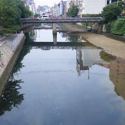 キャナルシティ近くの博多川