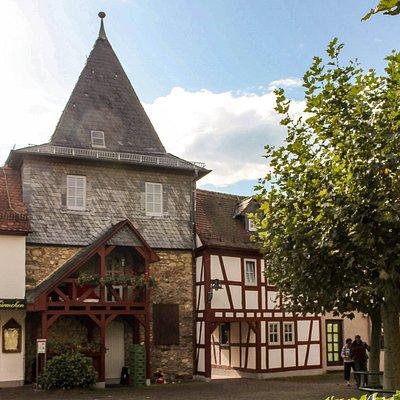 """Hofheim am Taunus: Burggrabenzeile mit """"Türmchen"""""""